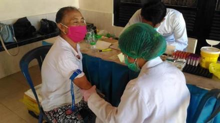 Cek Darah dan Tes Urine bagi para Lansia peserta Prolanis