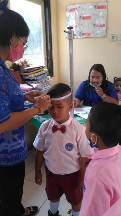 Pemberian Vitamin A dan Obat Cacing kepada anak-anak TK