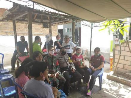 Staff Pemerintah Desa Bengkala menghadiri undangan acara Enam Bulan
