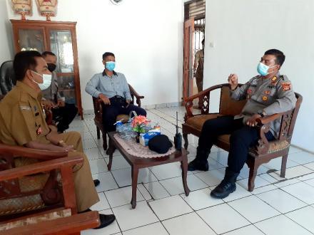 Perbekel Bengkala menerima kunjungan Kapolsek Kubutambahan