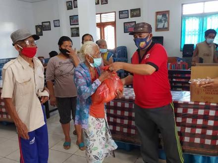Bakti sosial oleh  Pengusaha Muda Ubud Gianyar-Bali di Desa Bengkala