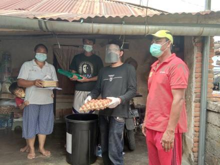 Paket Sembako kepada Single Mothers Desa Bengkala