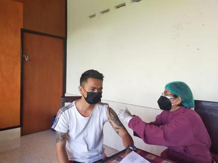 Vaksinasi AZ Dosis 2 tahap pertama bulan Oktober di Desa Bengkala